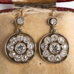 Diamond earrings with 22 diamonds