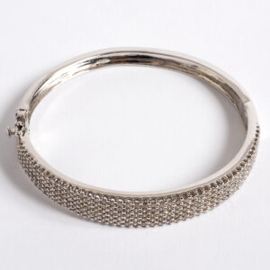 Bangle with brilliant round diamonds