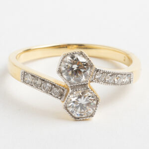 Double diamond crossover ring